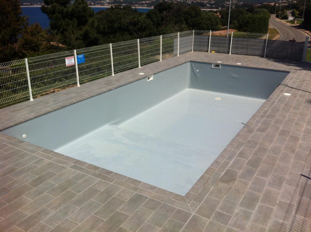 Le nettoyage complet de votre bassin eric piscines for Nettoyage piscine